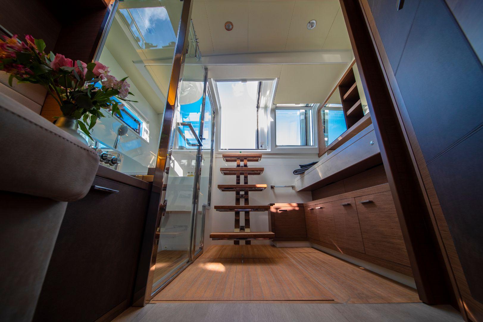 Intérieur luxueux du catamaran